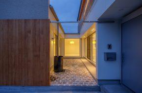 NAKAMAEGAWA / house